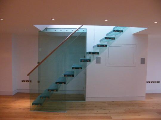 steklo-s-tolstym-vneshnim-pokrytiem