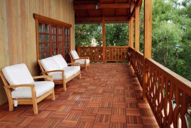 веранда у деревянного дома