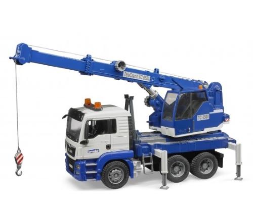 Автокран на строительстве дома