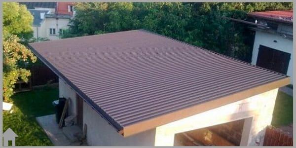хозпостройка с плоско крышей из профнастила