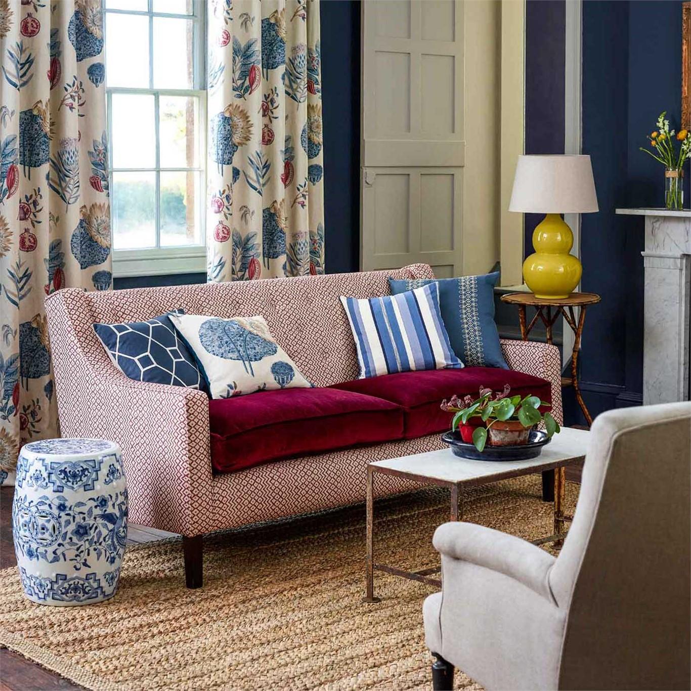Домашний текстиль в комнате